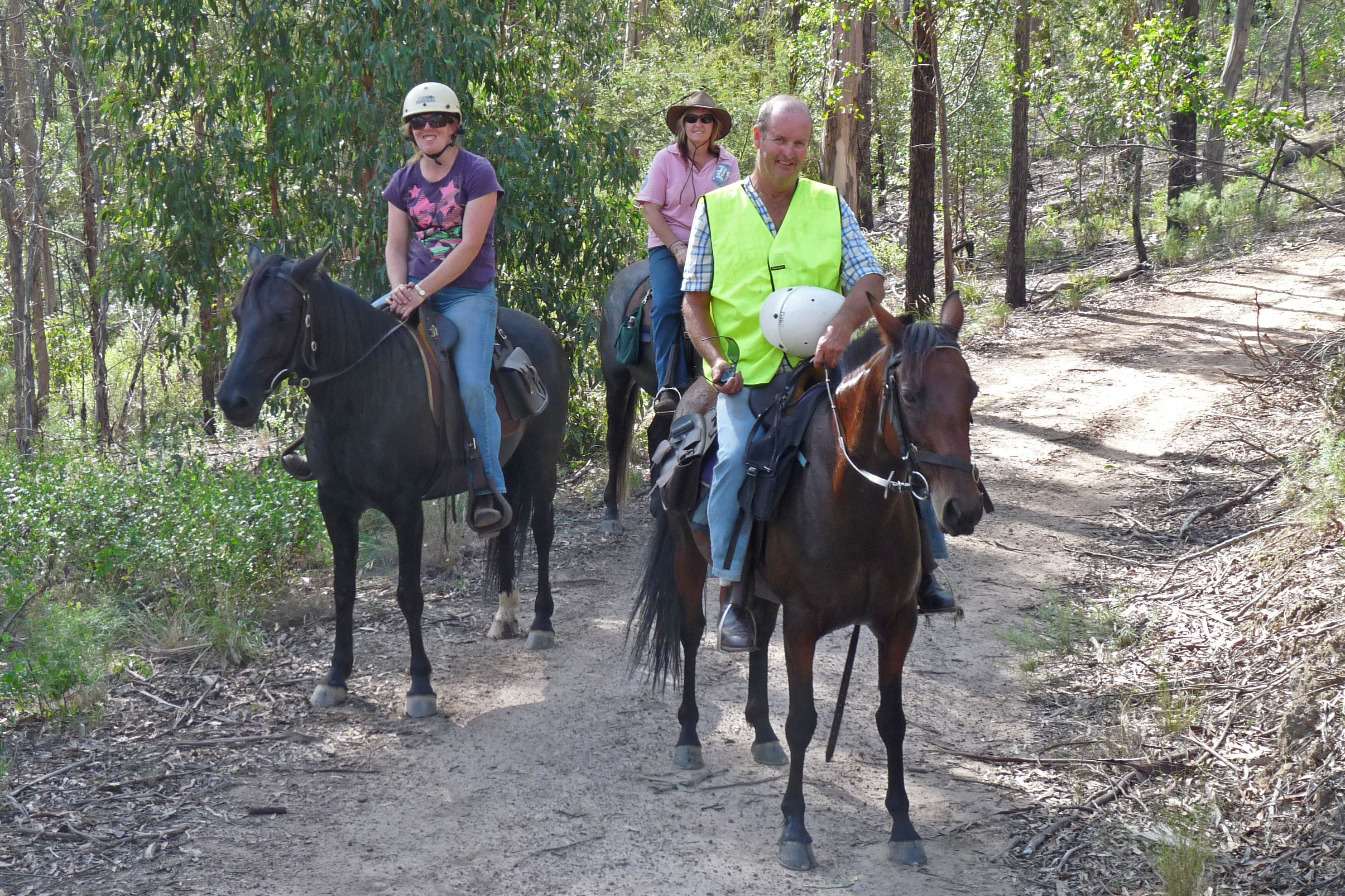 It was a hot day for the Twilight ride. Riders enjoyed a barbecue dinner on their return to the floats. Some members hadcamped overnight, great place to camp. Lead rider Chris and Debbie Andrews