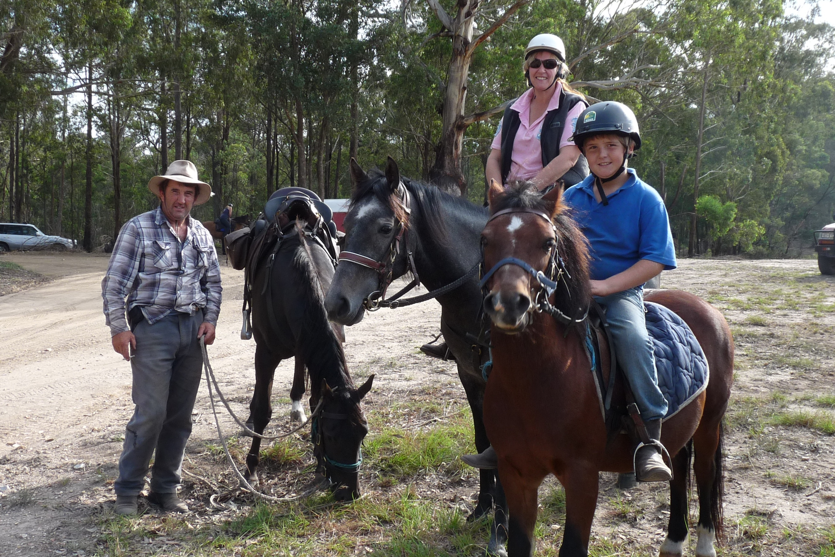 Di Nicholls led her first ride for the club. Lots of riders on a family oriented ride. Melinda, John and Jake Douglas